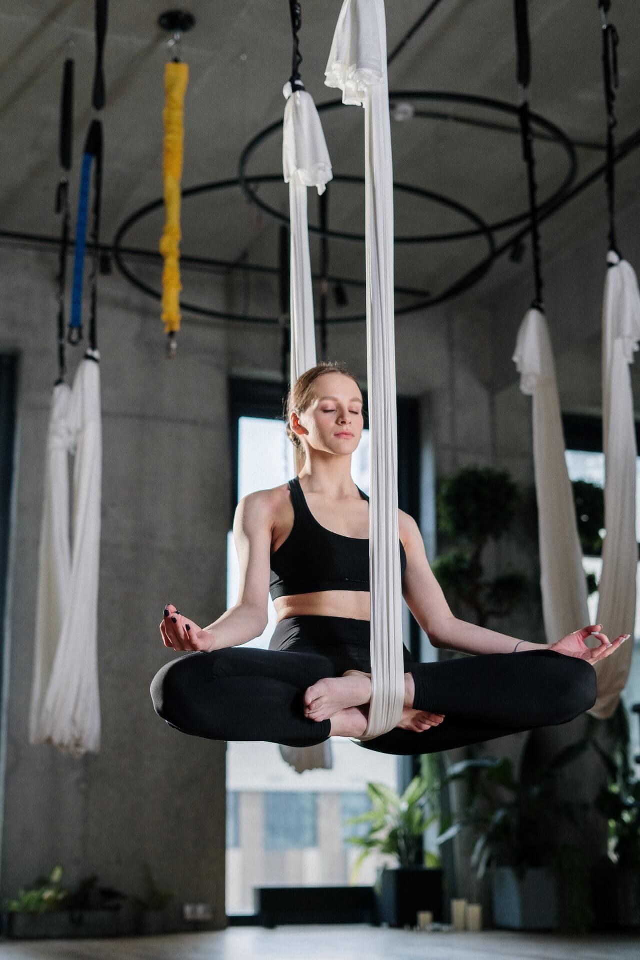 How to hang yoga trapeze in doorway